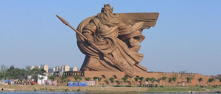 В Китае установили эпическую 1320-тонную статую бога войны