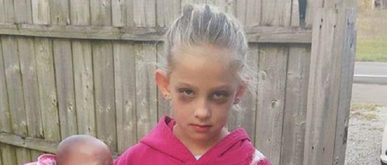 """7-летняя девочка нарядилась как """"измученная мать"""" на Хэллоуин и взорвала интернет"""