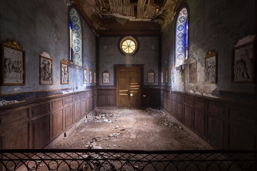 Заброшенная часовня во Франции.