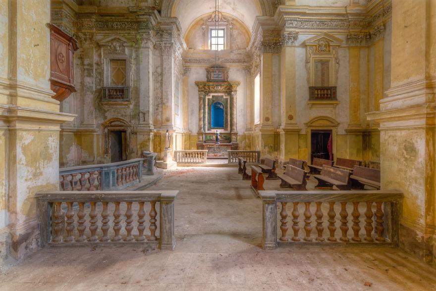 Заброшенная церковь в Италии.