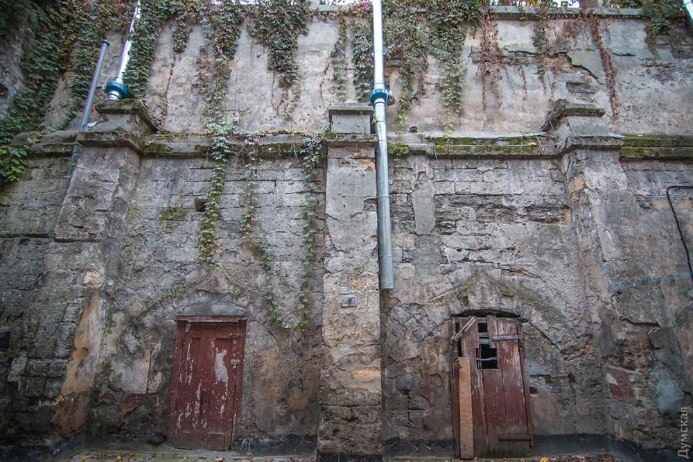 Дверь в подземный мир