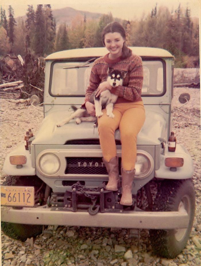 Моя мама в то время, когда она жила на Аляске со своей хаски Пуппи