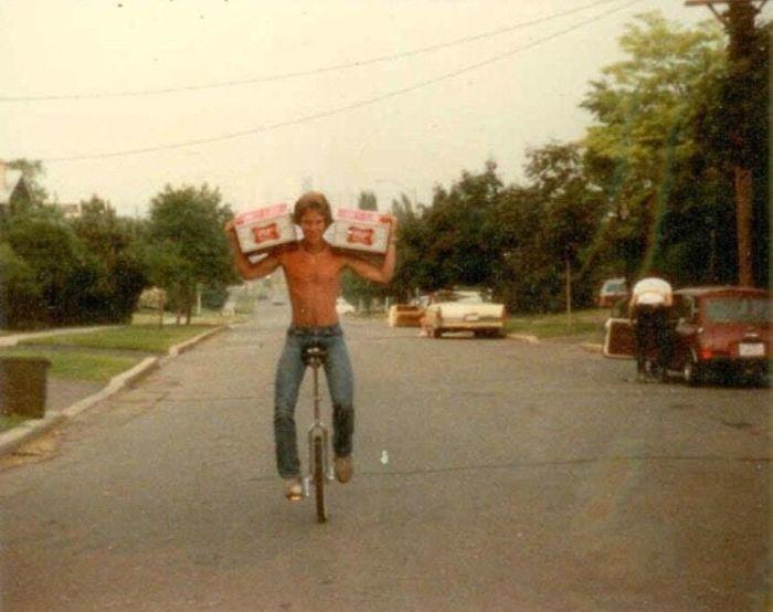 48 банок пива и моноцикл. Мой папа в в начале 80-х