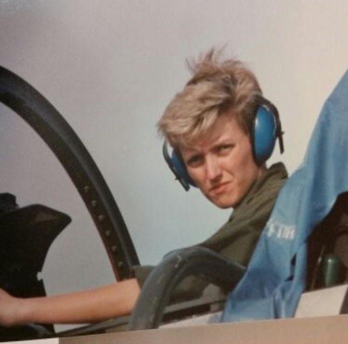 Мама не была пилотом, но она была механиком истребителя F-4 Phantom в 80-х