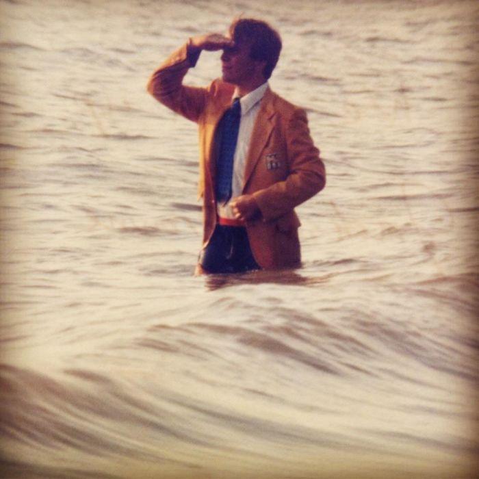 Мой отец в 1982. На мой вопрос, что он делал на этом фото, он ответил, что снимался на обложку альбома