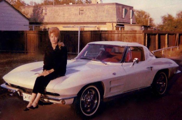 Моя мама и ее Corvette 63 года, который она купила в 20 лет