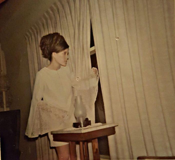 Моя мама на своем выпускном, 1969