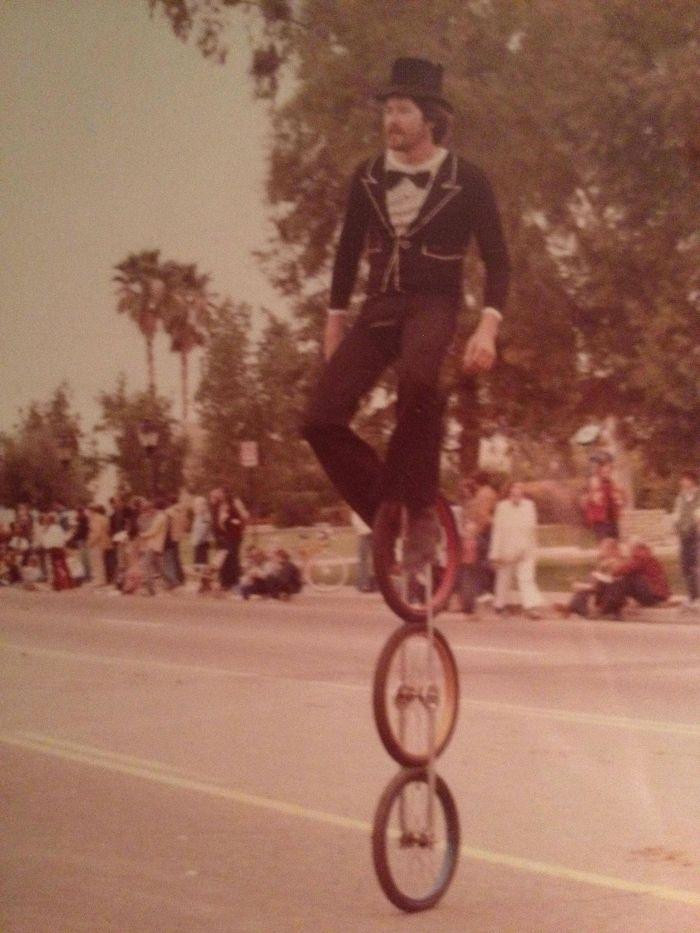 Мой папа катается на трехколесном уницикле