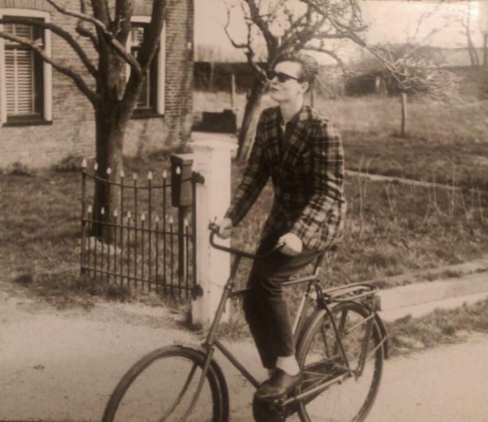 Мой отец, когда ему было 17, в Нидерландах в 1981. Он встретил маму год спутся