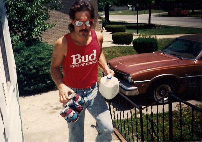 Мой приемный отец был крутым парнем в 80-х