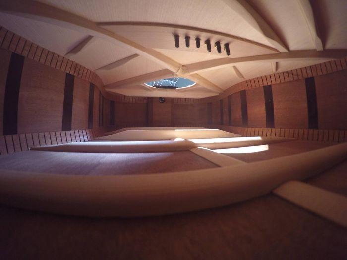 №2 Гитара внутри выглядит как квартира, о которой мечтают многие.