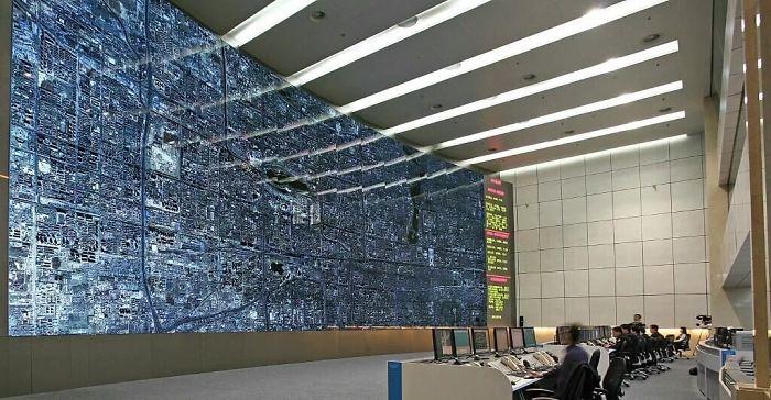 №19 Так выглядит помещение управления дорожным движением в Пекине.