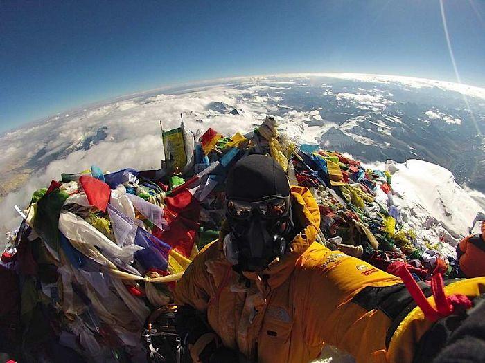№11 Что находится на вершине Эвереста?
