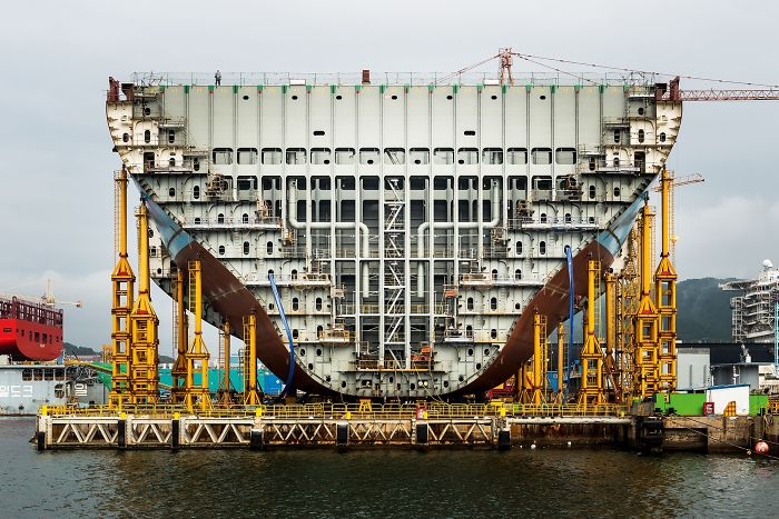 №32 Строительство самого большого в мире грузового судна.