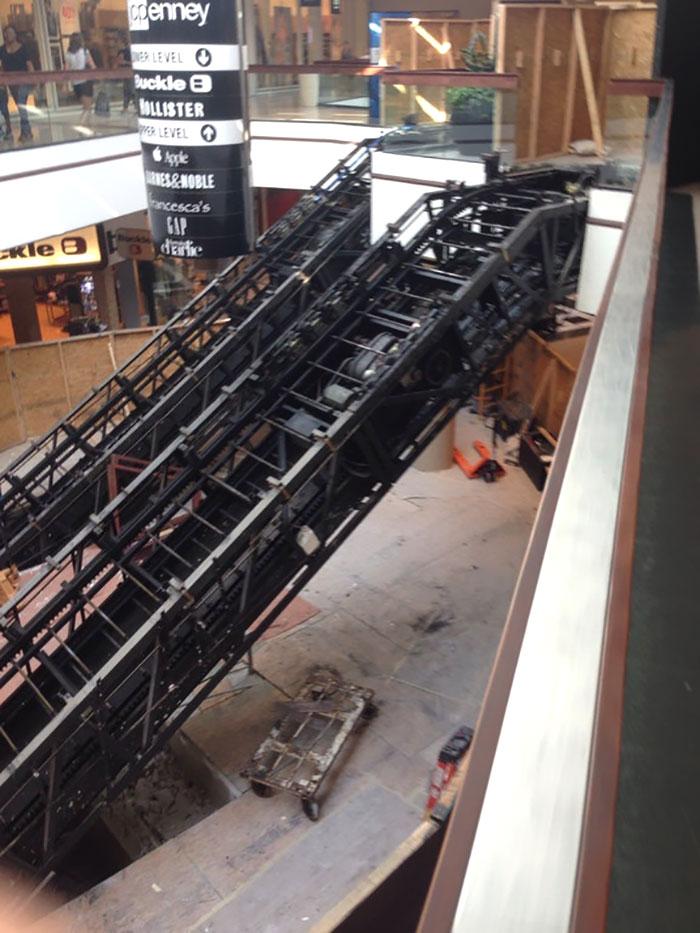 №47 Эскалаторы в процессе монтажа.